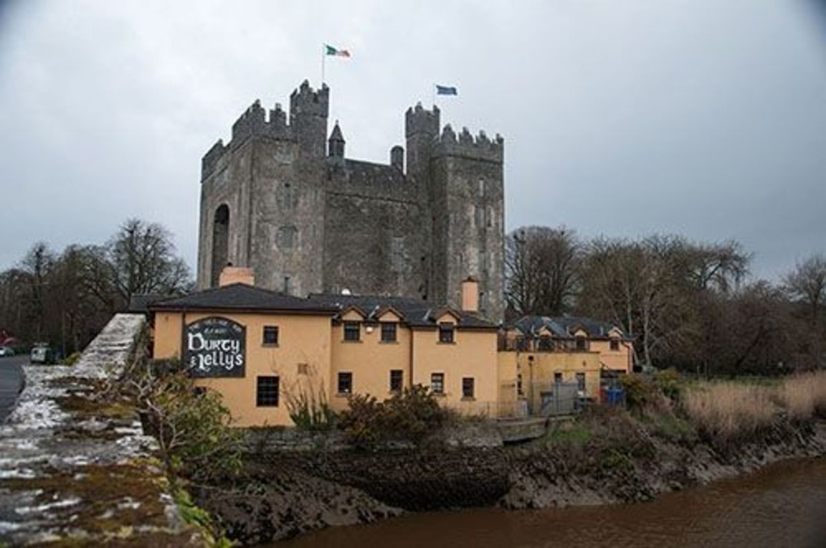 Bunratty Castle with Durty Nelly's pub beside the river Ratty.