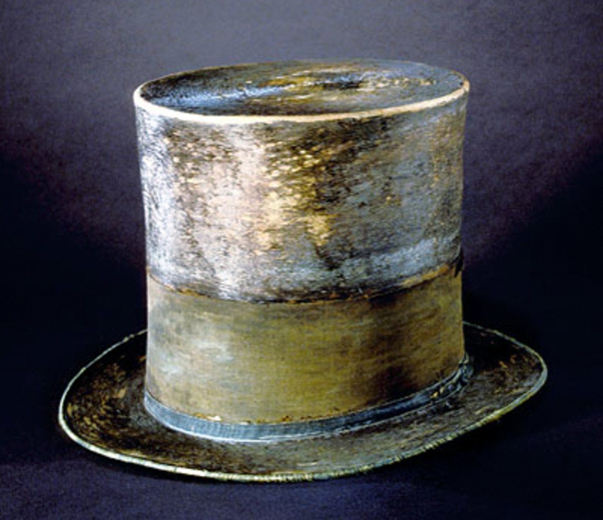 Top hat worn by Abraham Lincoln to Ford's Theatre