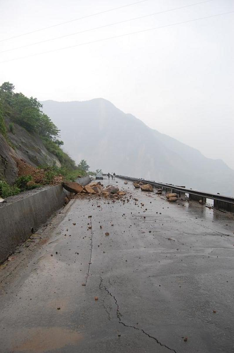 Rock Slide in Dujiangyan - 2008 Sichuan earthquake