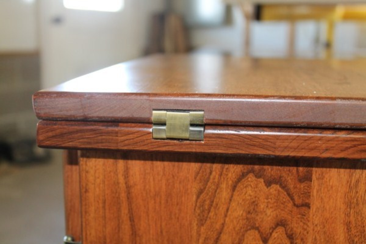 The attention to detail and using recessed high end hardware is standard on Amish cabinets.