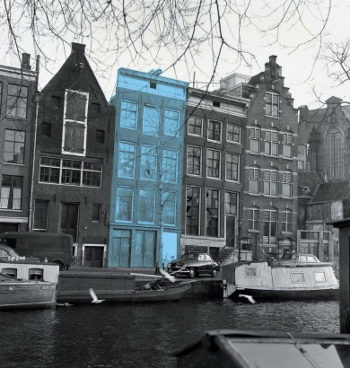 Blue highlights the building where the Franks hid on the top floor in Amsterdam from 1942-1944.
