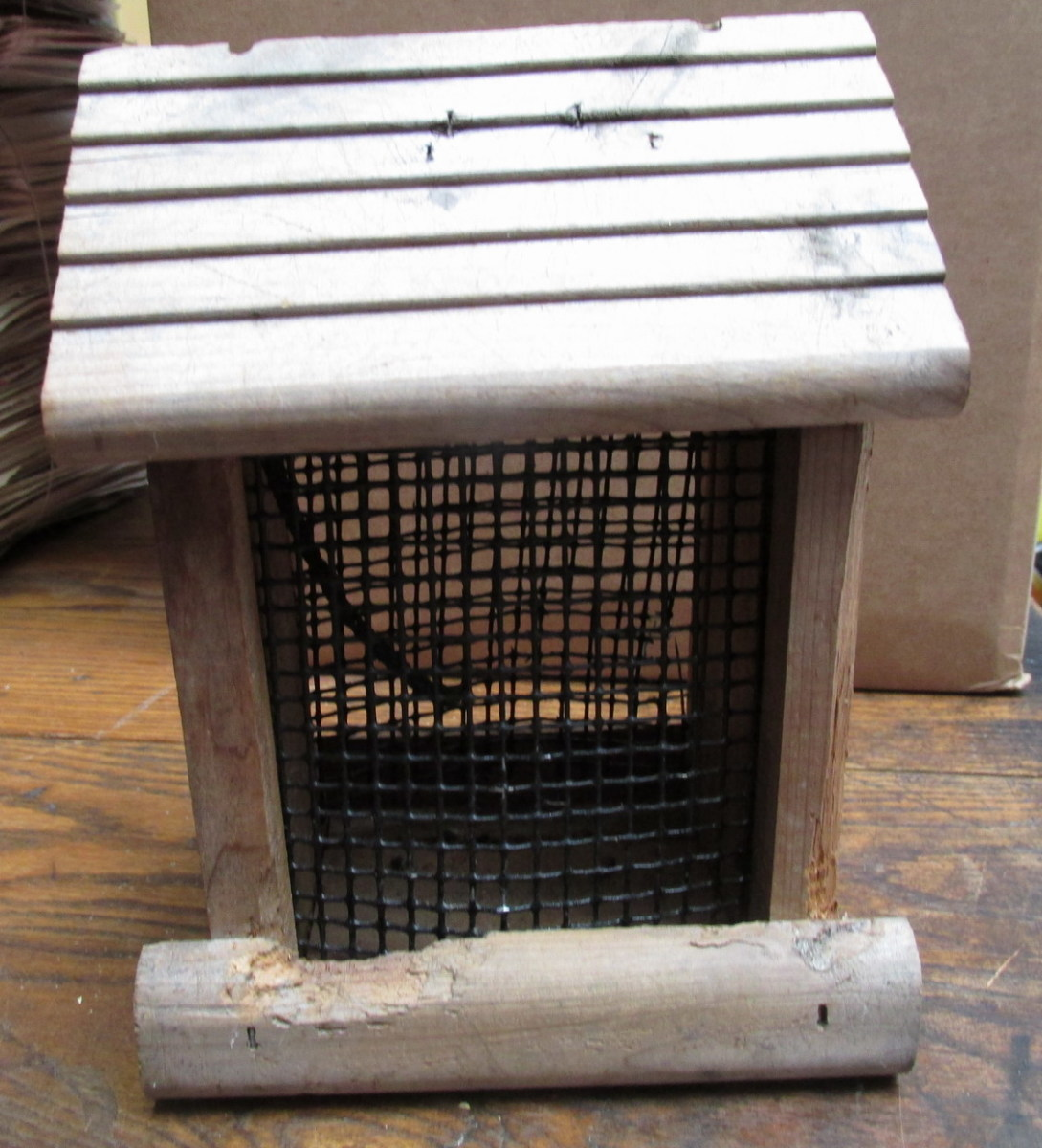 Mesh-type Nut Feeder works well for chopped nuts and nutmeats.
