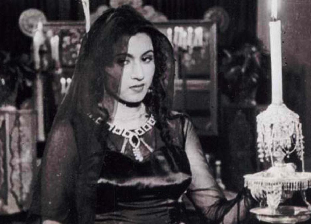 Madhubala in movie Mahal