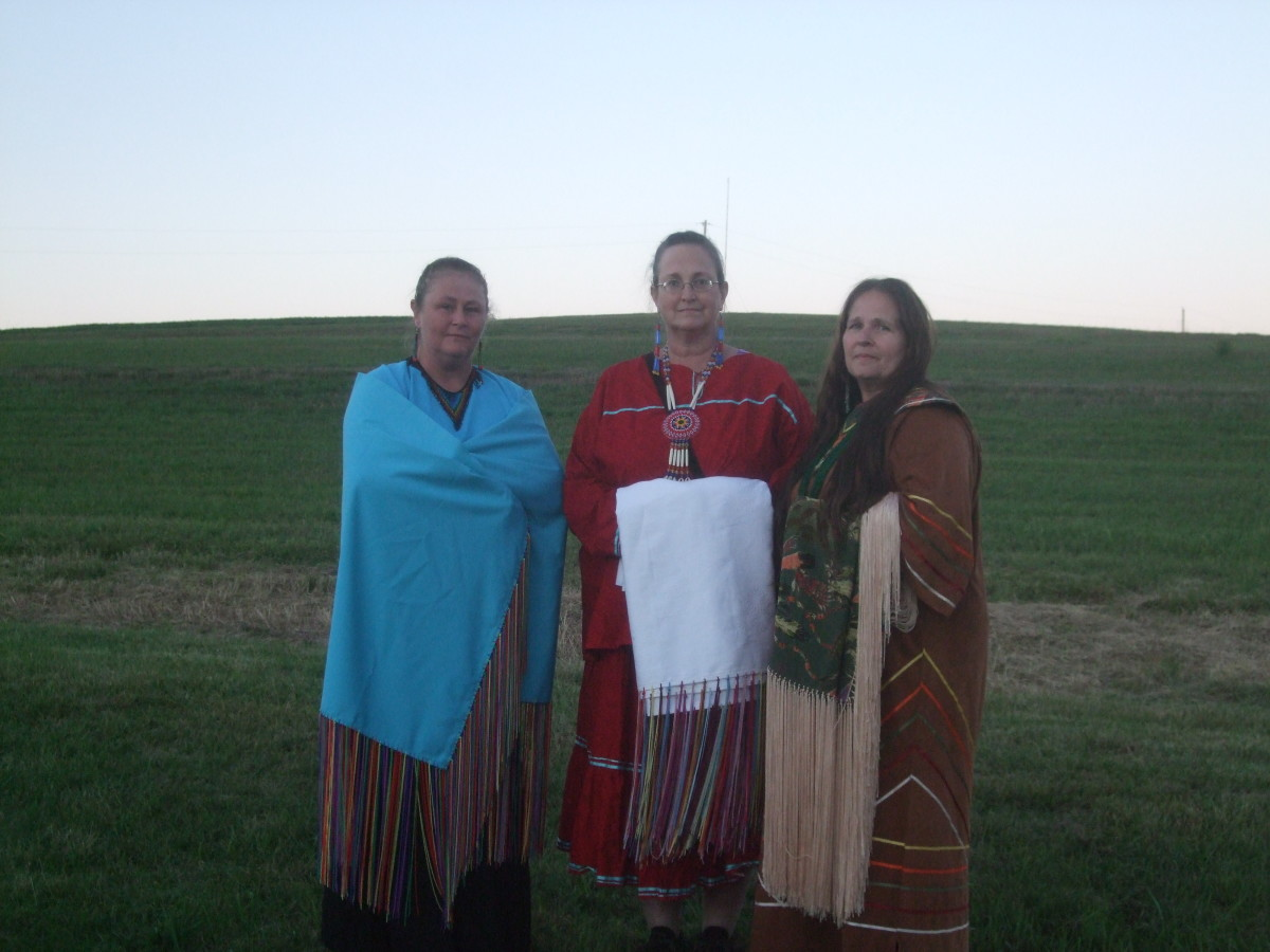 At White Cloud Pow Wow...My crafting partners and me in the center.