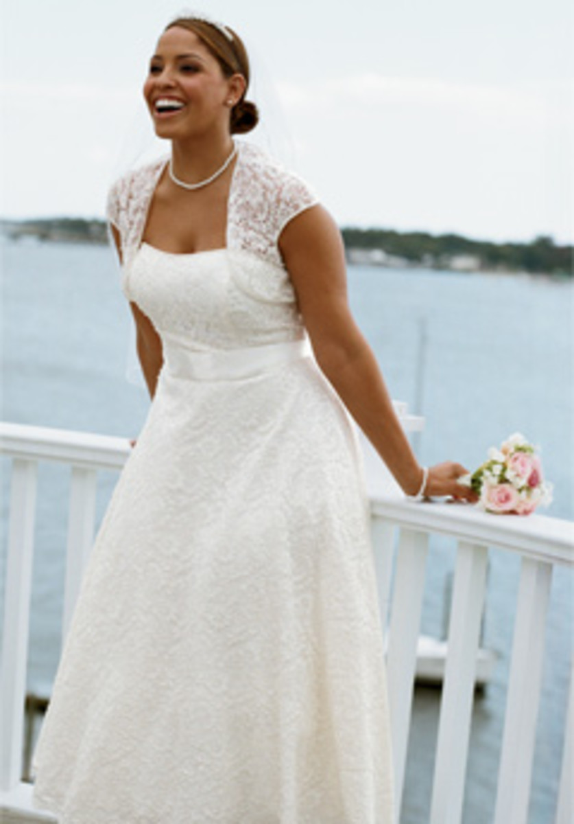 Flattering Wedding Dresses for Big Brides