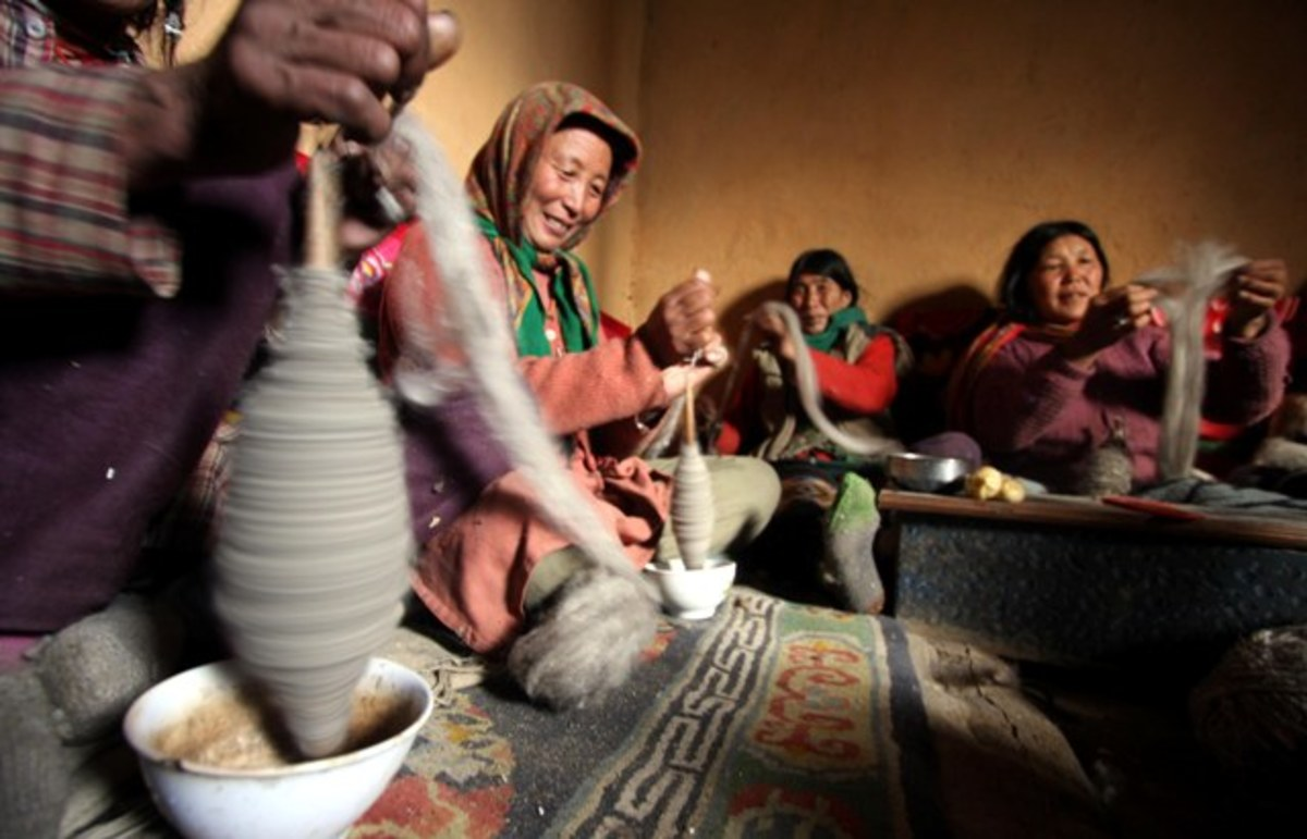 The entire family is busy spinning indoors in winter