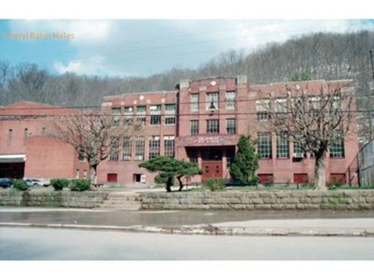 The school as she was before being torn down.