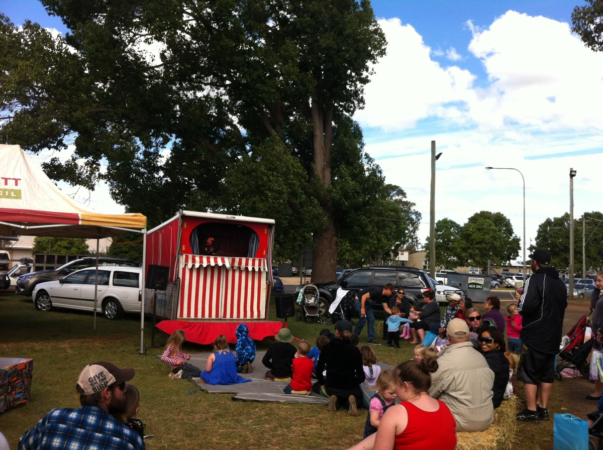 Punch and Judy Puppet Theatre/Kingaroy Show 2014