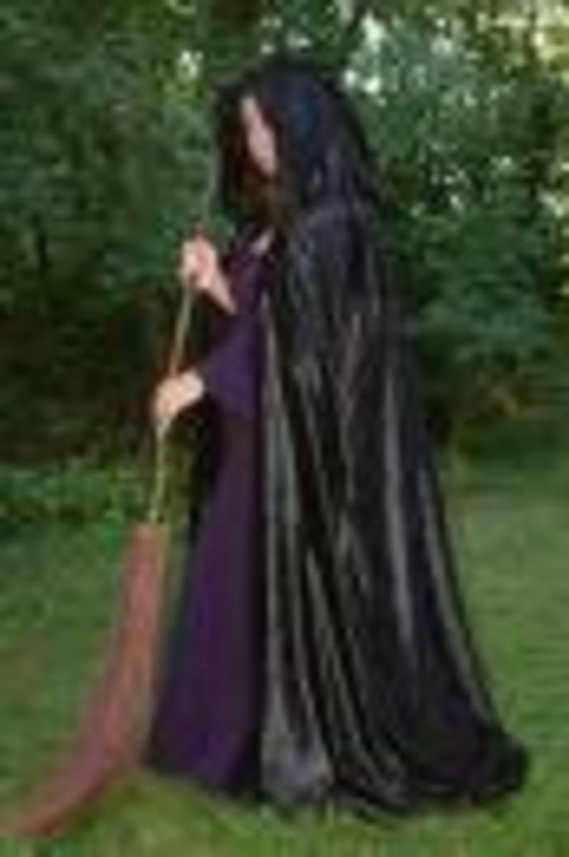 Cloak photo courtesy of willowcreations.co.uk