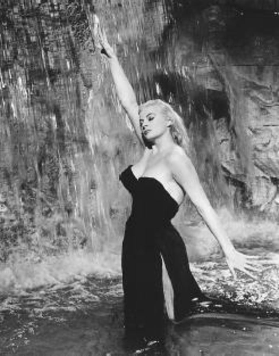 Taking a dip in the fountain, La dolce vita style