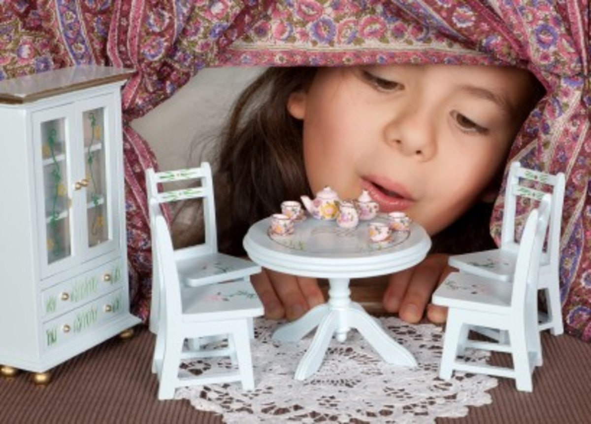 Miniature dollhouse furniture with Country house style furniture and furnishings.