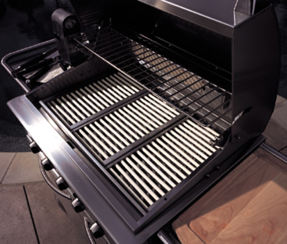 The feature that pushed DCS ahead of the competition was the use of porcelain rods locked into a stainless tray instead of briquettes or lava rocks.