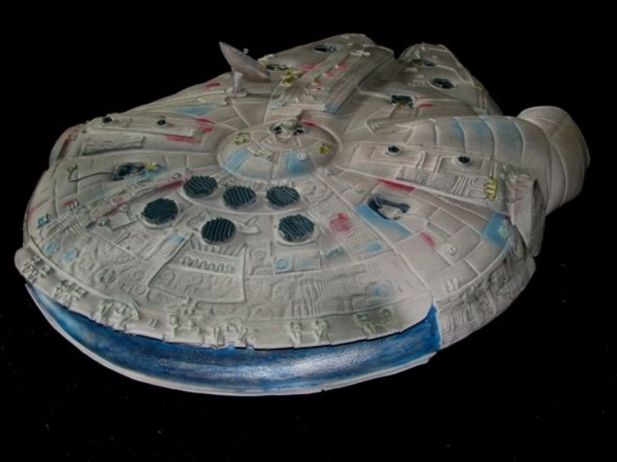 Millenium Falcon, Back Side, ©EB Cakes. All Rights Reserved.
