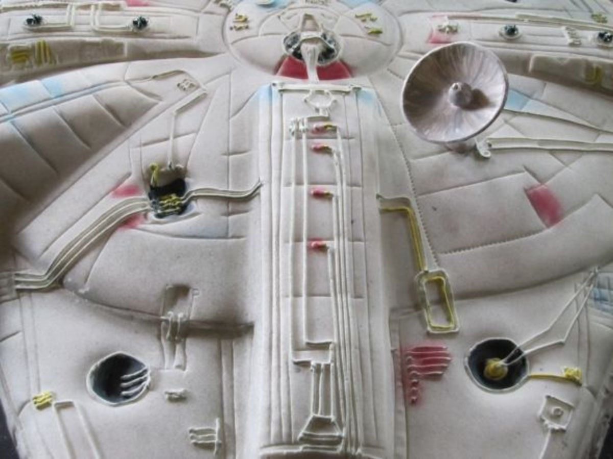 Millenium Falcon ©EB Cakes. All Rights Reserved