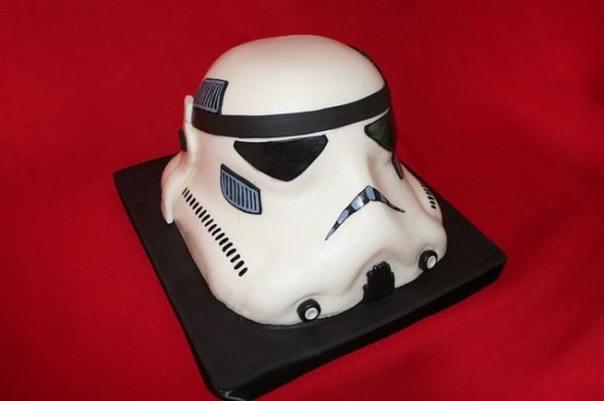Storm Trooper Helmet Cake used with permission from Whimsy Cakes/Stacie, Copyright 2009