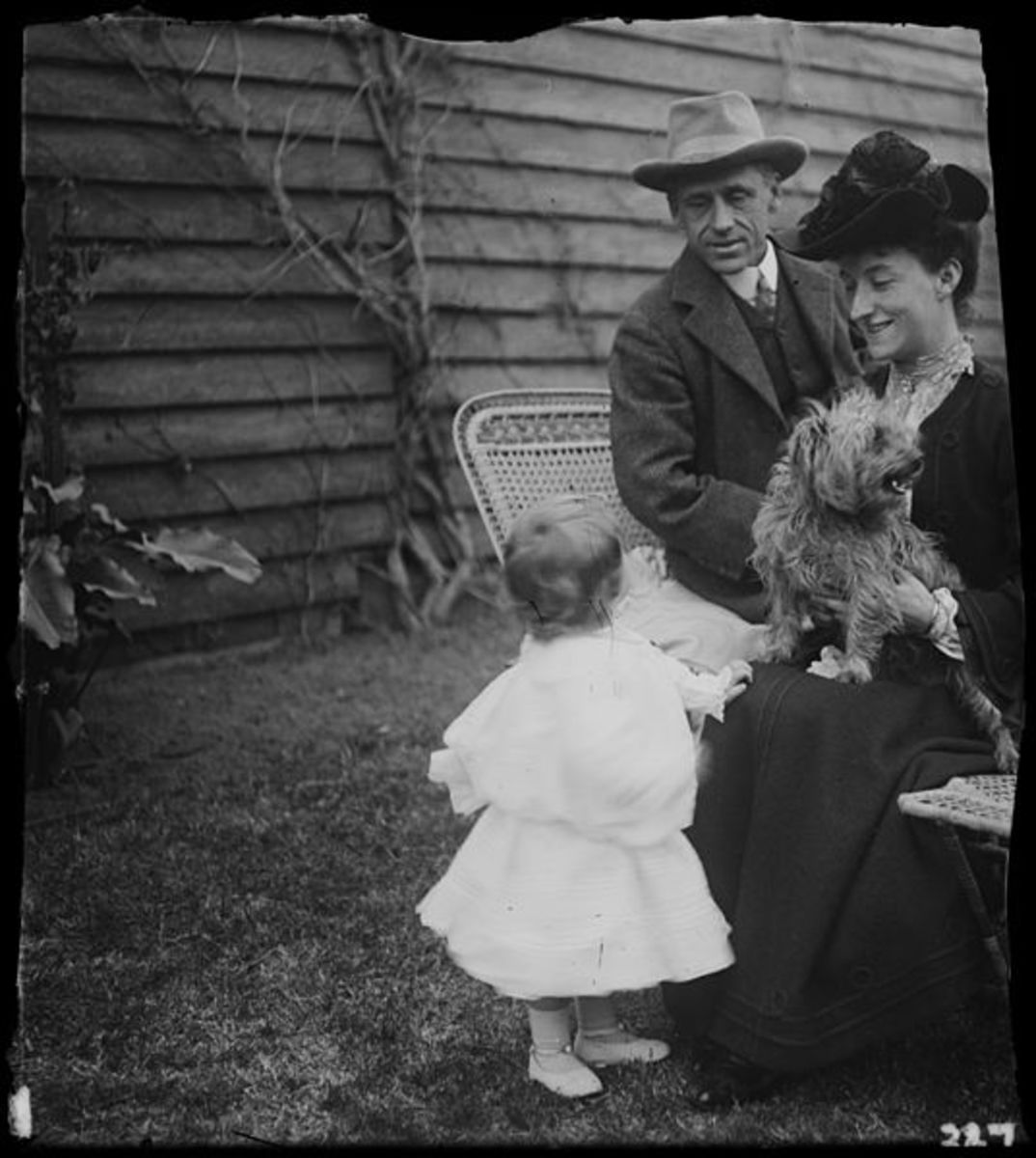 Banjo Paterson with wife Alice and daughter Grace, ca. 1900-1912, by Lionel Lindsay