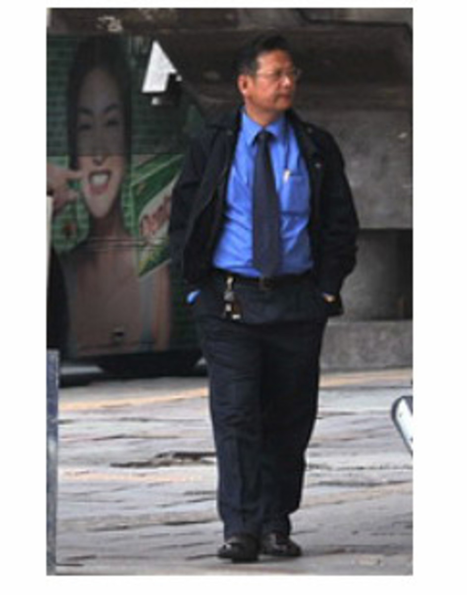 Thai scammers can be young or old, male or female. They are all well dressed and far more 'helpful' than is normal.