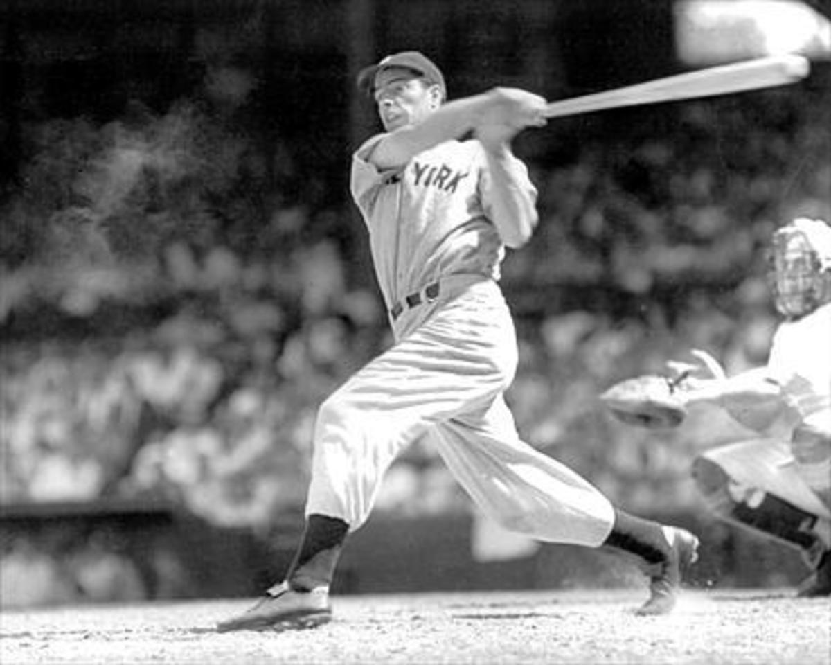JOE DIMAGGIO OF THE 1950 NEW YORK YANKEES: WORLD SERIES CHAMPIONS