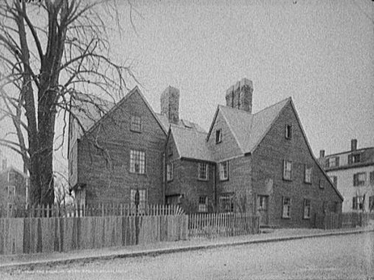 The house of seven gables in Salem, Massachusetts ca. 1915.