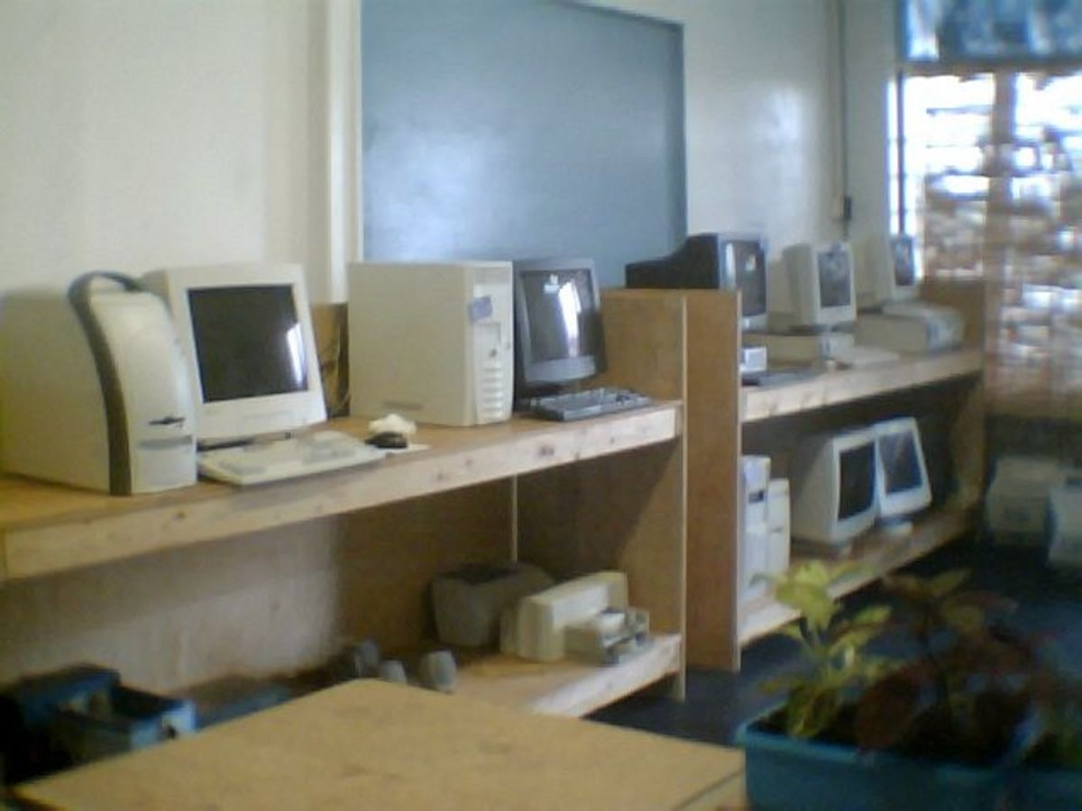 A few more computers than in the early pictures
