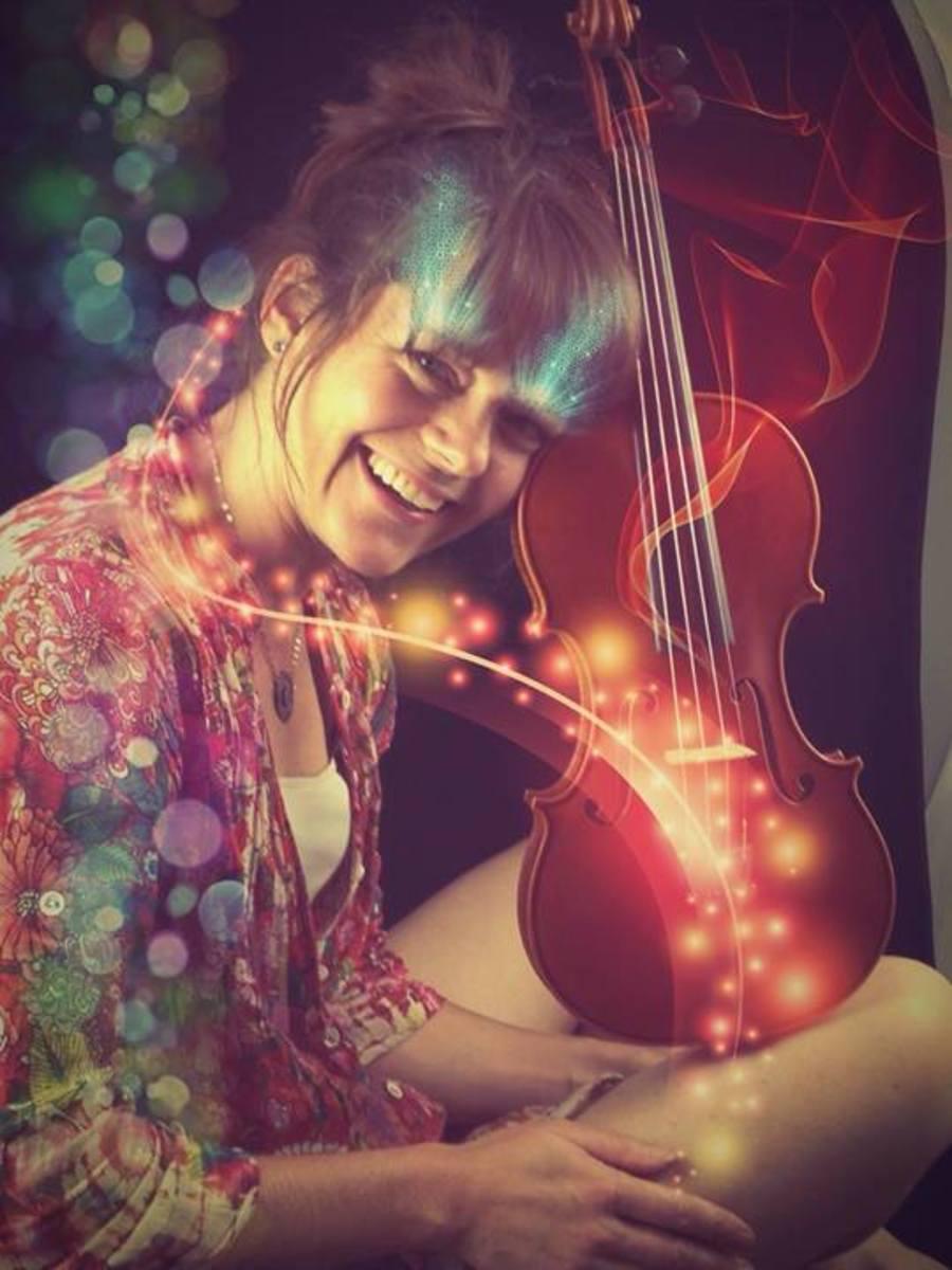 Jennifer Halenar - Violinist and luthier.