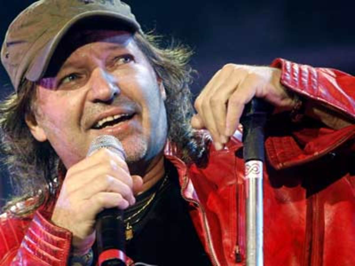 The Very Best of Italian Rock 2 : Famous Male Solo Singers (with videos)