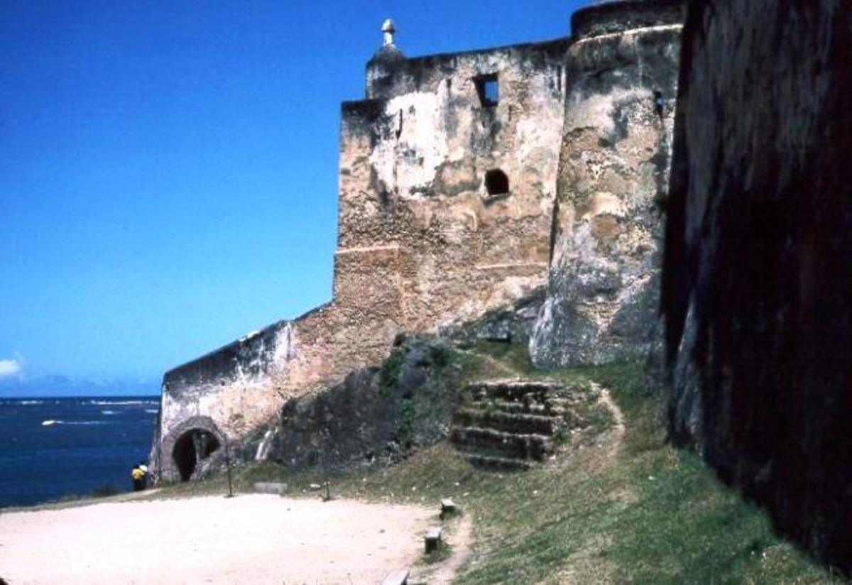 The Portuguese who conquered the city in the early 16th century built this fort by the waterfront. It acted as a prison.