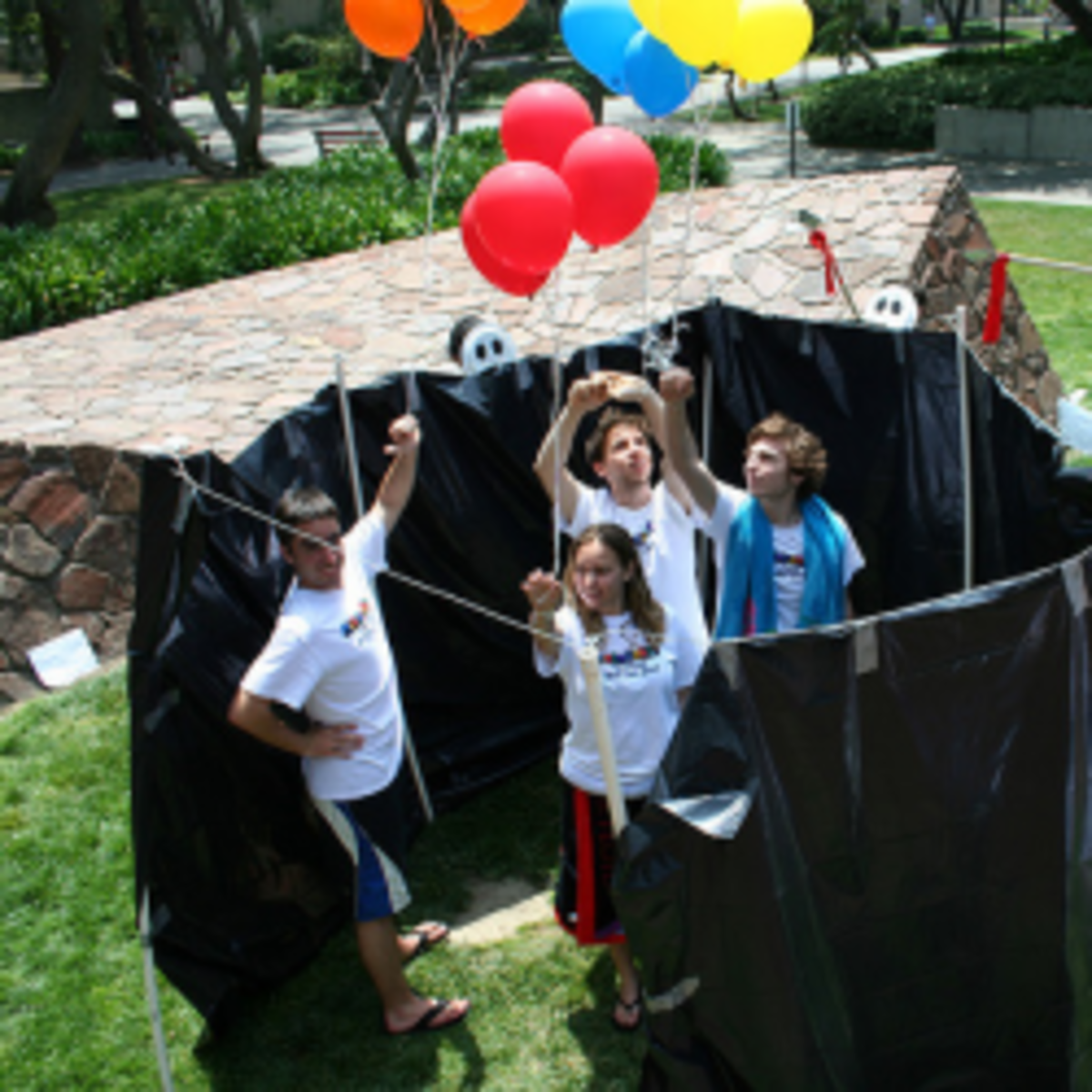 Creative party game ideas activities competitions for for Fun parties for adults