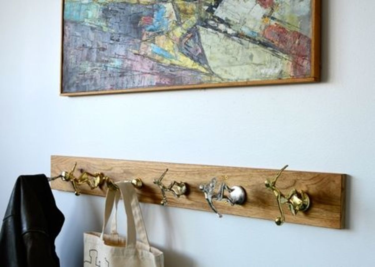 DIY Wall Art - Vintage Trophy Coat Rack via colleenanderic.com