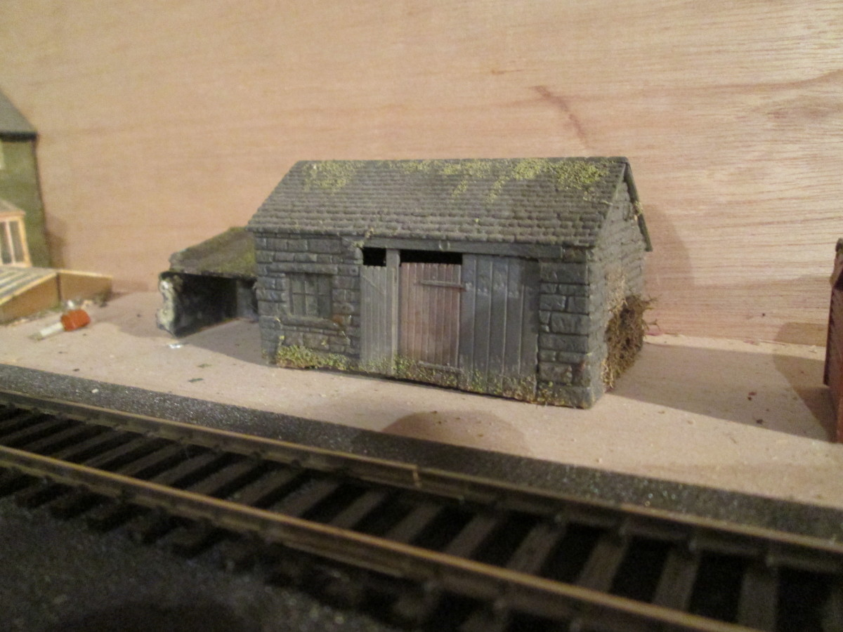 The modified Wills' forge kit with lean-to shed (left) from their 'grotty huts and privy' kit... These structures will be used on the 'Ainthorpe Junction' layout in my cellar