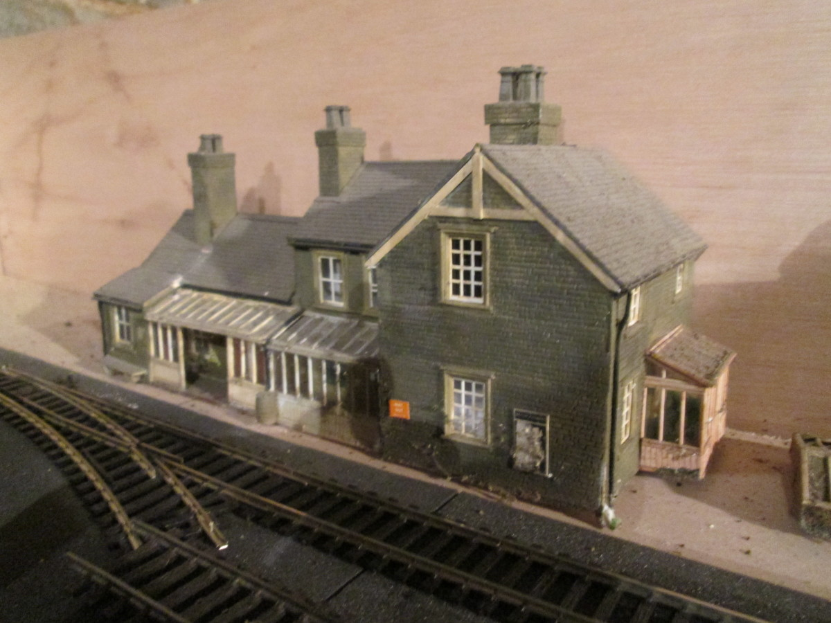 Recycled from the 'Kirk Rigg' layout, the station house, booking offices etc made using elements from Wills' kits, window and door units, plastic facing and - invisible here - a lot of plain plastic structure