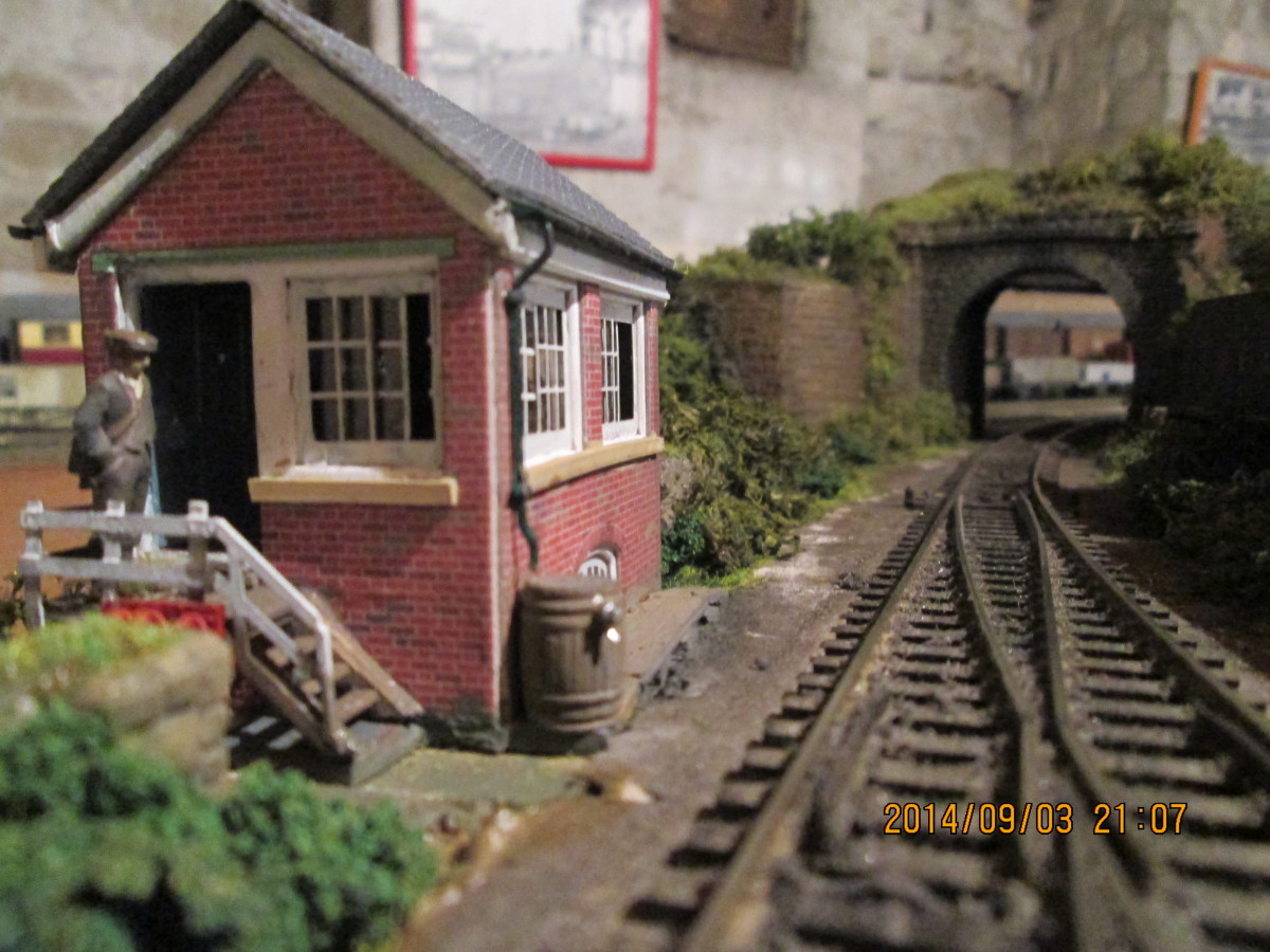 The same building has been 'bedded in'. All that remains is a Ratio LNER type trellis signal (distant) to add in front of the tunnel mouth, and the Poppy's ballasting box is ready for use