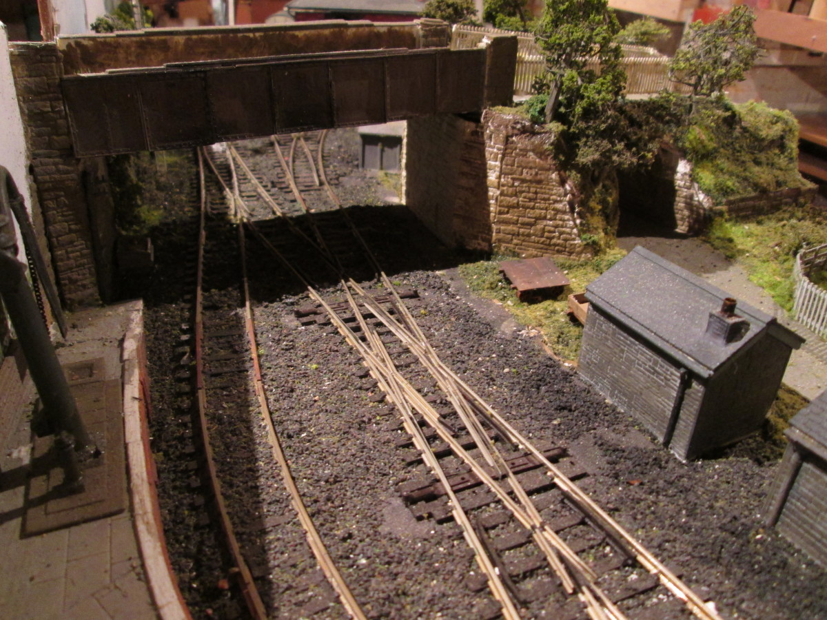 Scratchbuilt occupation bridge made from Wills' coarse stone walling,