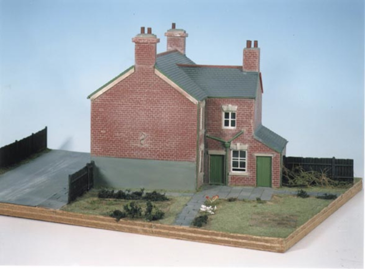 Wills' Craftsman kits are the bees' knees when completed well, a cross between scratch-built and kit-built. This is CK11 Semi-detached terraced housing, ideal for railside, railway workers' cottages etc