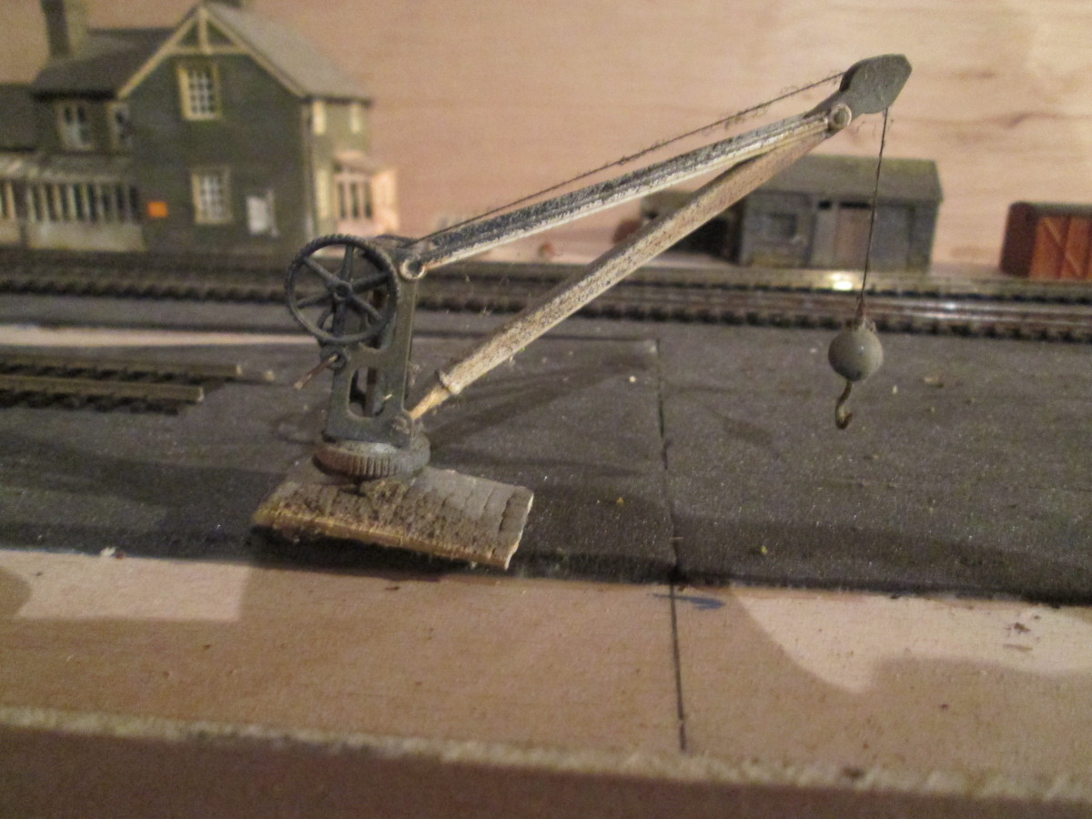 Wills' manual goods yard crane, can be made to work with a little manual dexterity - this one does, after a fashion with a weighted hook (recycled from the 'Kirk Rigg' layout to be used on the 'Ainthorpe Jct' layout