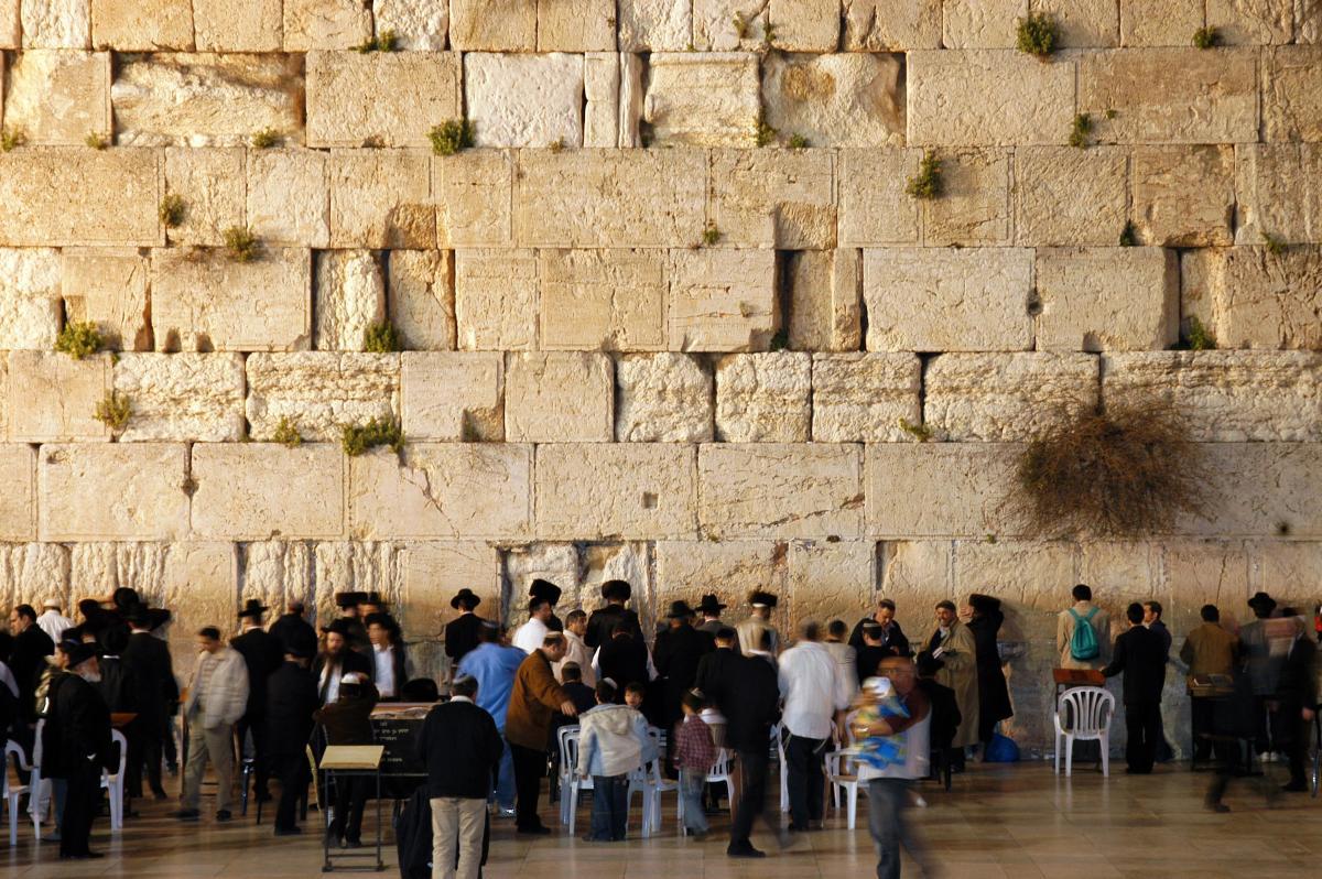 JEWS WORSHIP AT THE WAILING WALL IN JERUSALEM