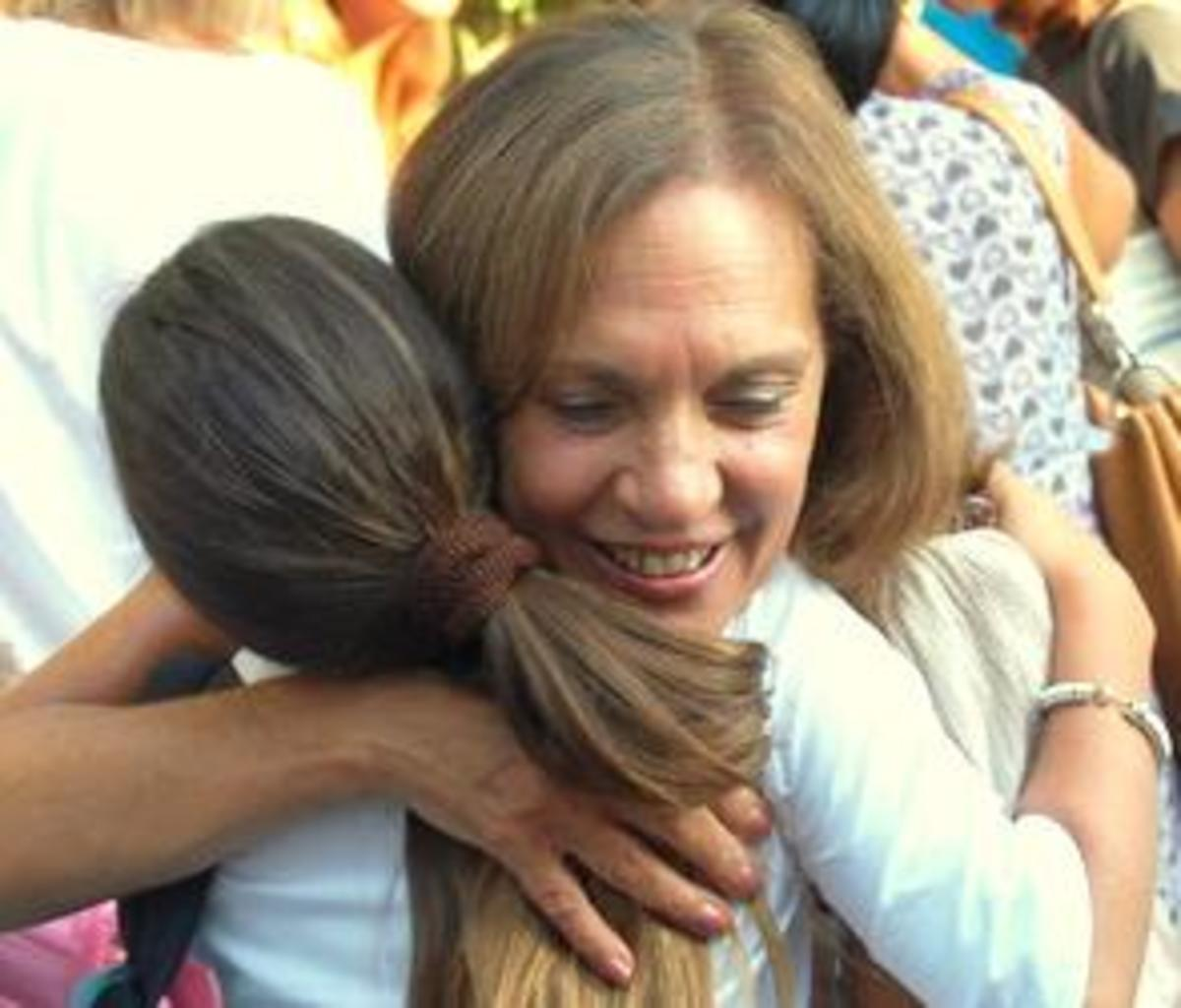 teachers-hugging-and-touching-students-is-it-wrong
