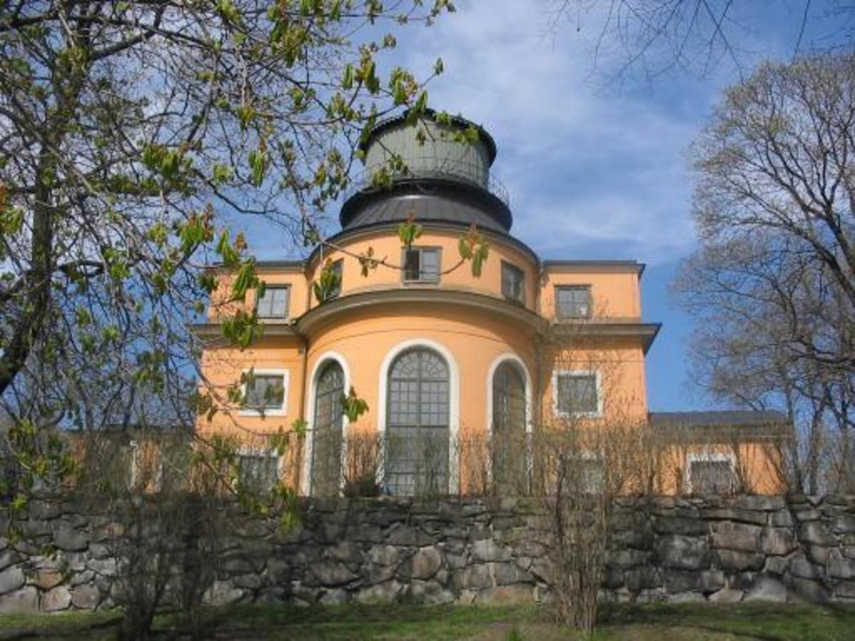 Stockholm Observatory.  Image courtesy Andrea Ribbefjord & Wikimedia Commons.