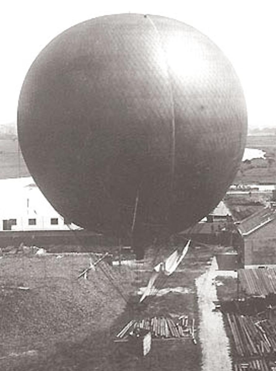 Andree's first balloon, Svea.  Image courtesy Wikipedia.