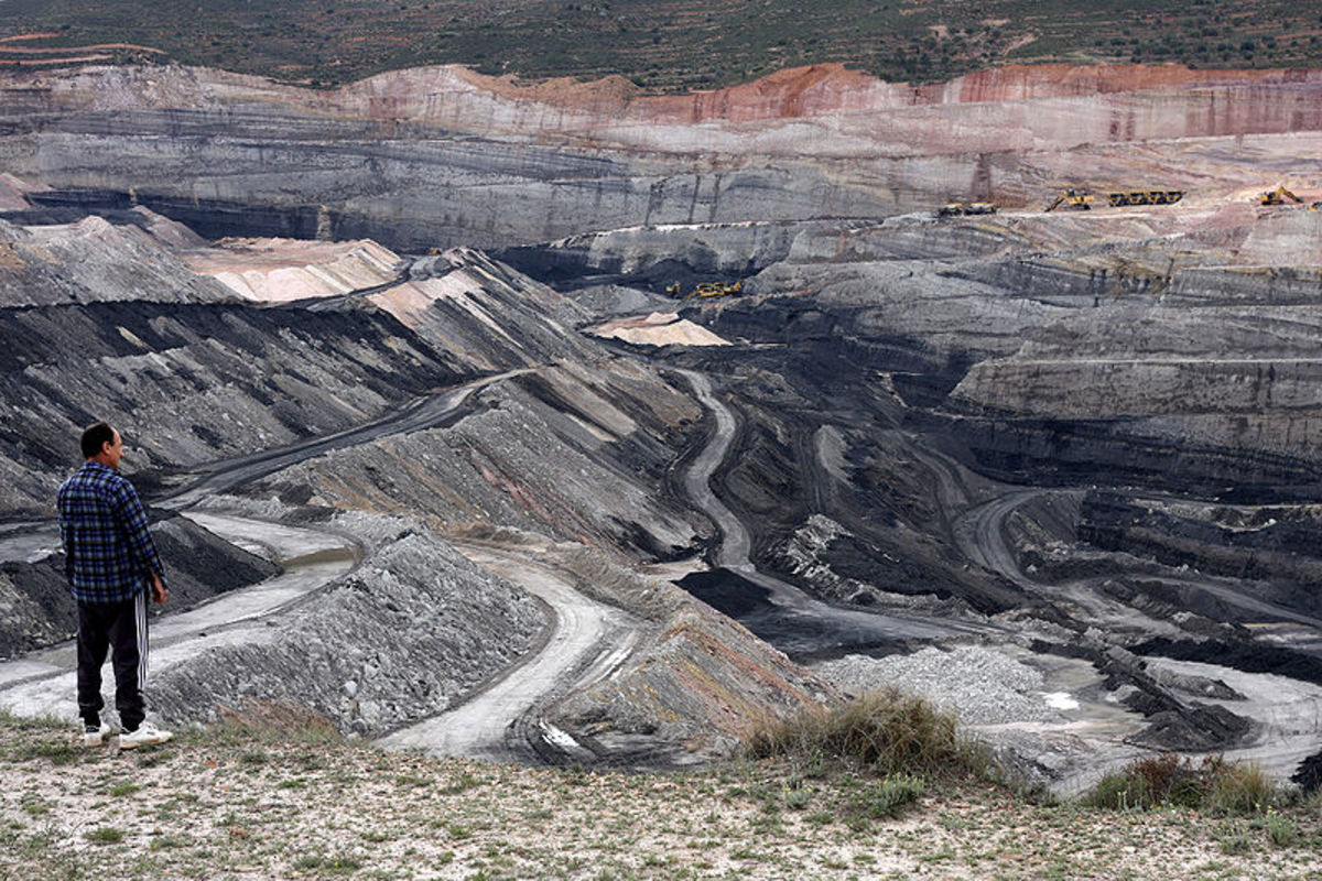 A modern coalpit mine, Estercuel, Aragon, Spain.  Image courtesy of Jennifer Woodard Maderazo and Wikimedia Commons.