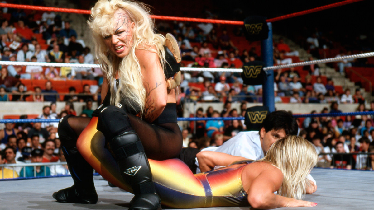 Luna Vachon with the boston crab on....?