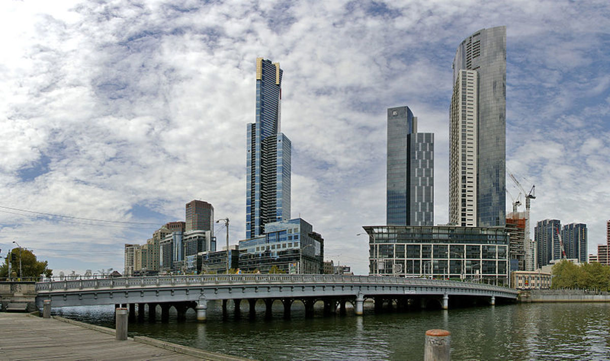 Queens Bridge, Melbourne, photographed by Bidgee. Image courtesy of Wiki Commons.