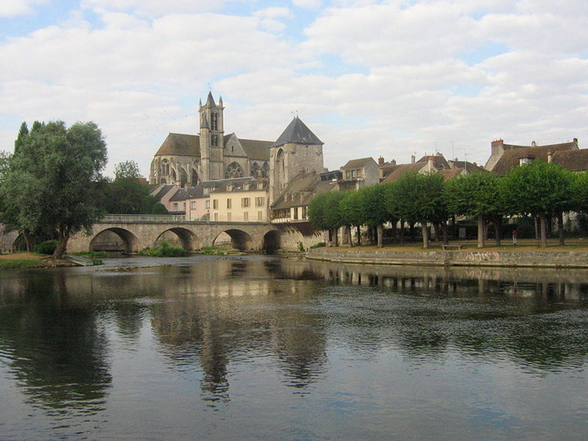 The Bridge at Moret, France, photographed by Urban, 2006. image courtesy of Wiki Commons