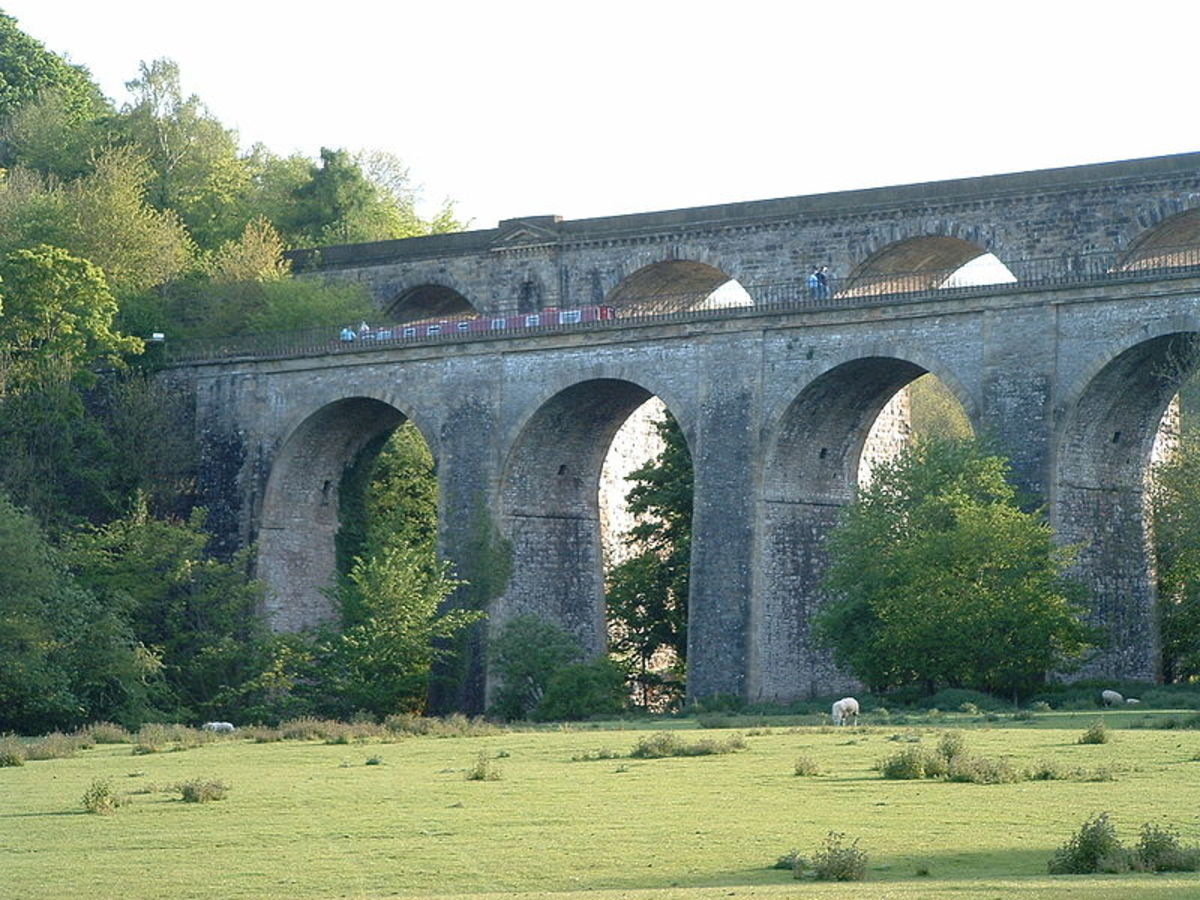 Chirk Railway Bridge and Aqueduct, 2005, photographed by Akke Monasso. Image courtesy of Wiki Commons