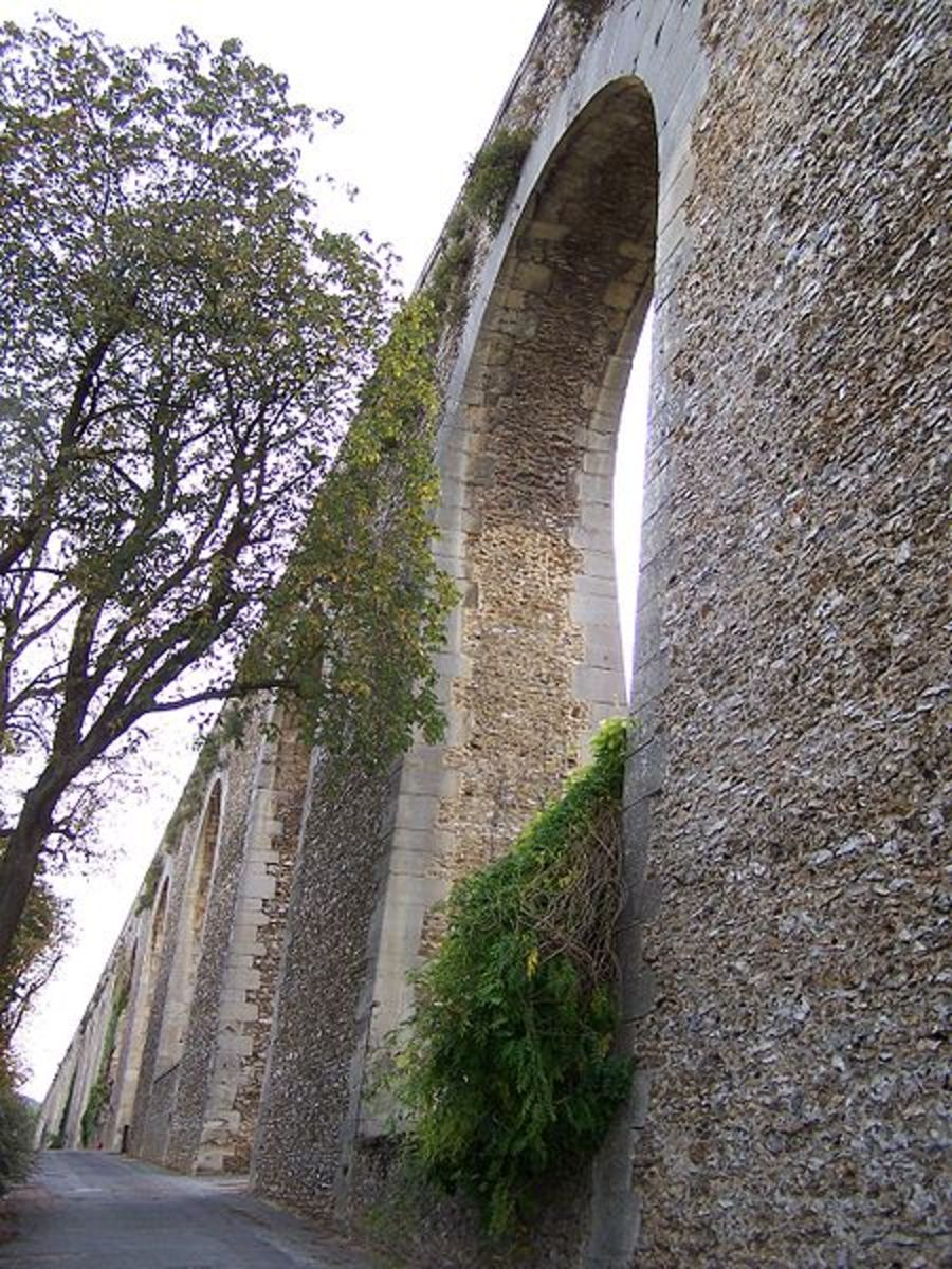 The Marly Aqueduct in Louceviennes as photographed by Henry Salome. Courtesy of WikiCommons