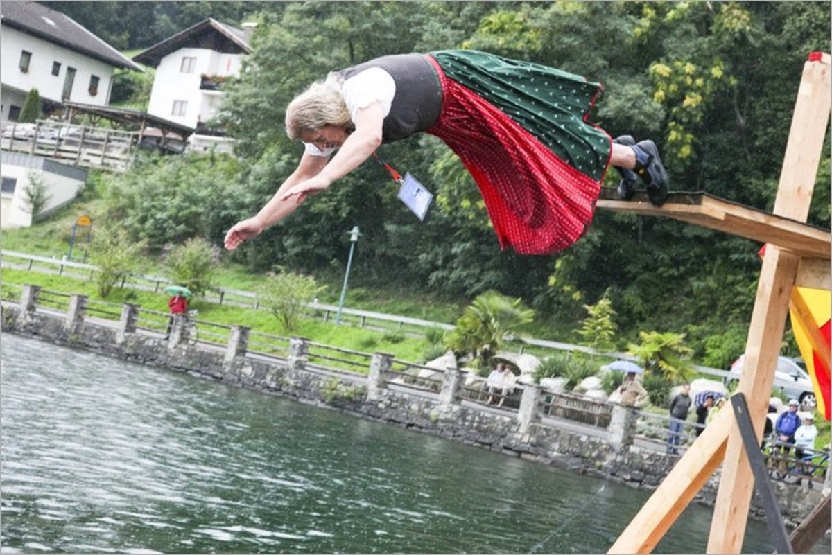 Dirndlfliegen Millstaettersee traditionally airborne in Dirndl