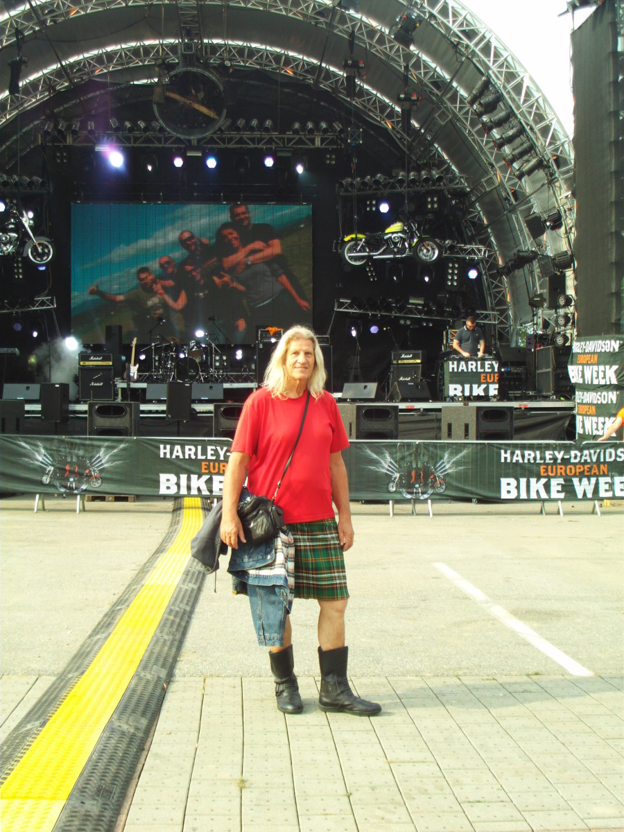 Yes, i'm riding my bike wearing kilt, here at the Harley Week in Faak, Carinthia, high resolution