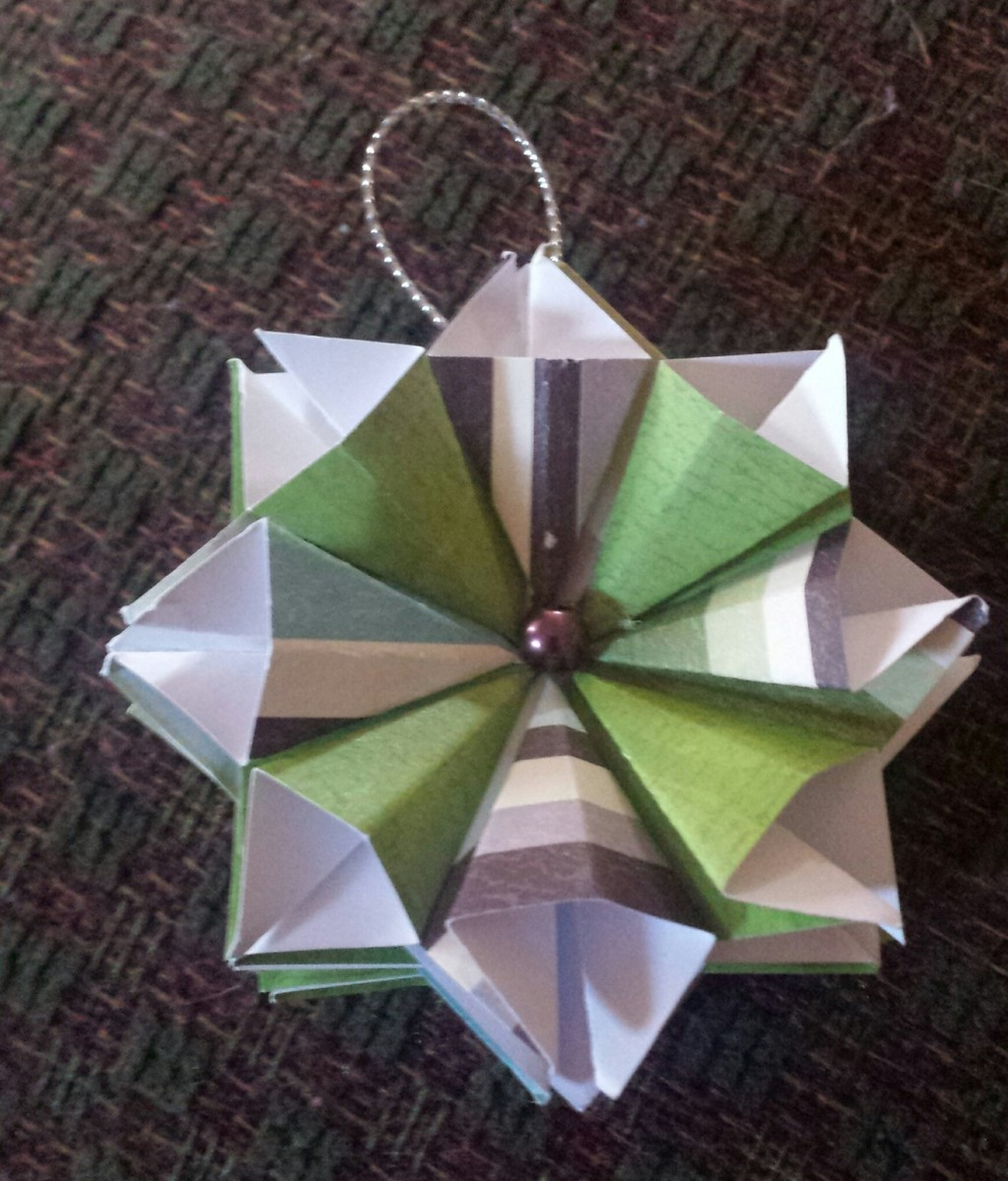 This paper folding ornament is easy to make
