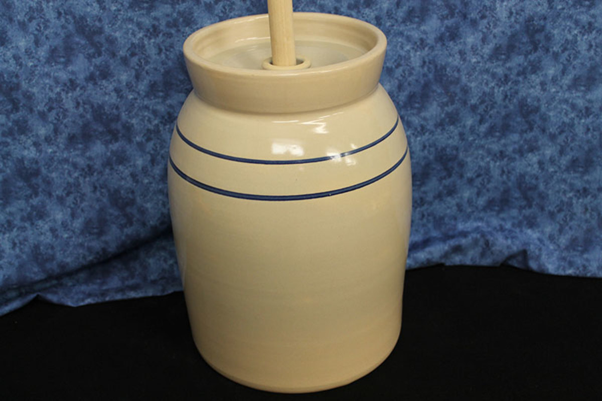 Old Fashion USA Pottery