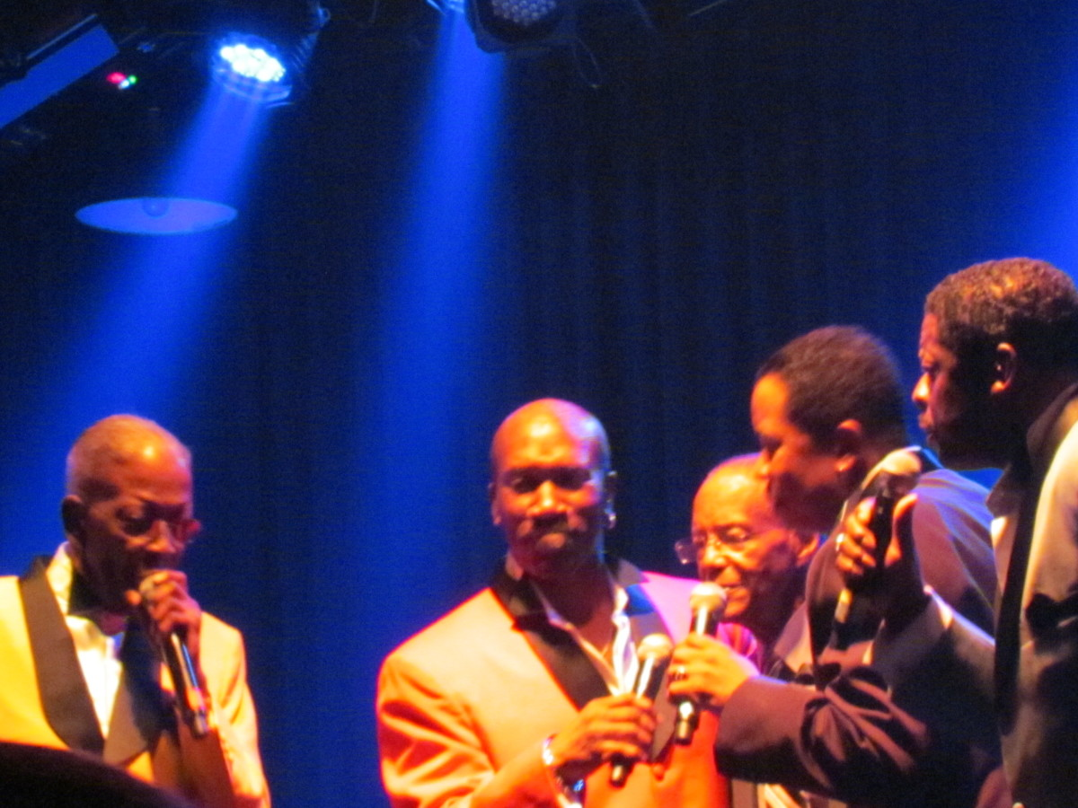 Blue and Gerald, is joined on stage by Troy May, David Tyson and Kenny Kelly. They doo-woop  one of their major hits.